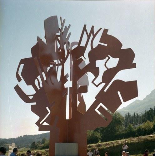 Artzainaren-monumentua.jpg